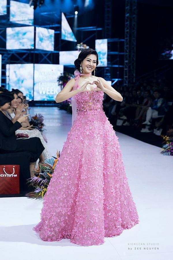 Đấu giá chiếc váy Mai Phương từng trình diễn gây quỹ hỗ trợ bé Lavie-4