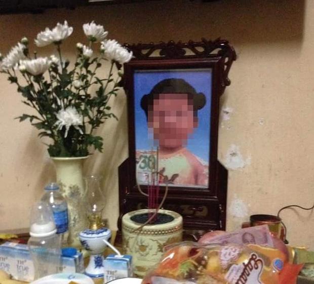 Bà ngoại đau đớn kể lại việc bé gái 3 tuổi nghi bị mẹ đẻ và cha dượng sát hại thương tâm-3