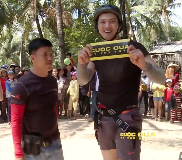 Thủ phạm gây ra những khoảnh khắc lộ hàng của Trương Thế Vinh và loạt sao nam trên truyền hình-1