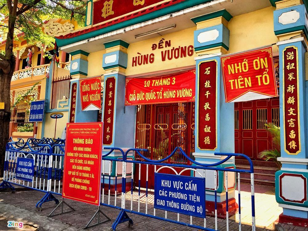 Bãi biển Nha Trang vắng bóng người sau khi được chăng dây, chặn lối-13