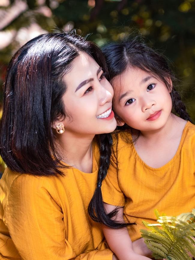 Con gái Mai Phương FaceTime với Phùng Ngọc Huy: Ba ơi, mẹ ngủ khi nào thức dậy?-1
