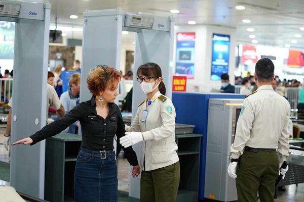 500 người làm việc ở sân bay Nội Bài chưa được xét nghiệm Covid-19-1