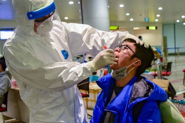 Bộ Y tế công bố TIN VUI: 2/4 bệnh nhân nặng đã có kết quả xét nghiệm âm tính 2 lần với Covid-19-1