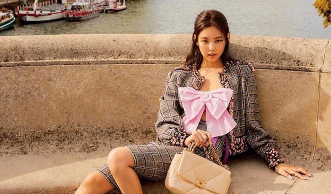 Trông cool thế nhưng Jennie lại là một bánh bèo chính hiệu: Có nguyên một rổ áo nơ, váy nơ nhưng cứ diện là sang-7