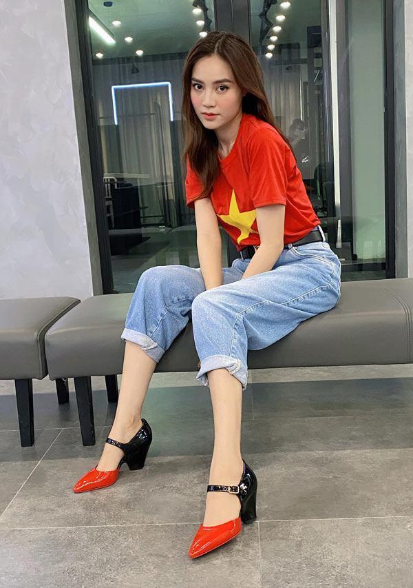 Ngọc Trinh - Phượng Chanel bái phục tài mix đồ của Lan Ngọc - Jennie khi đụng hàng giày 35 triệu-1