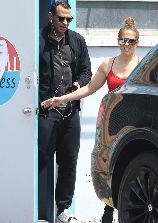 Jennifer Lopez bị chỉ trích khi tới phòng gym-2
