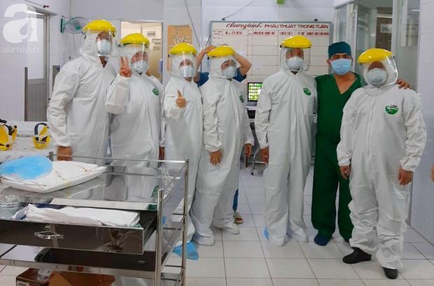 Tây Ninh: Gần 10 bác sĩ mặc đồ bảo hộ cứu nữ bệnh nhân vỡ thai ngoài tử cung khi đang cách ly tập trung-2