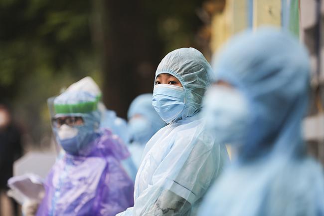 Test nhanh tại Hà Nội, phát hiện 3 ca nghi nhiễm Covid-19 ngày 2/4-8