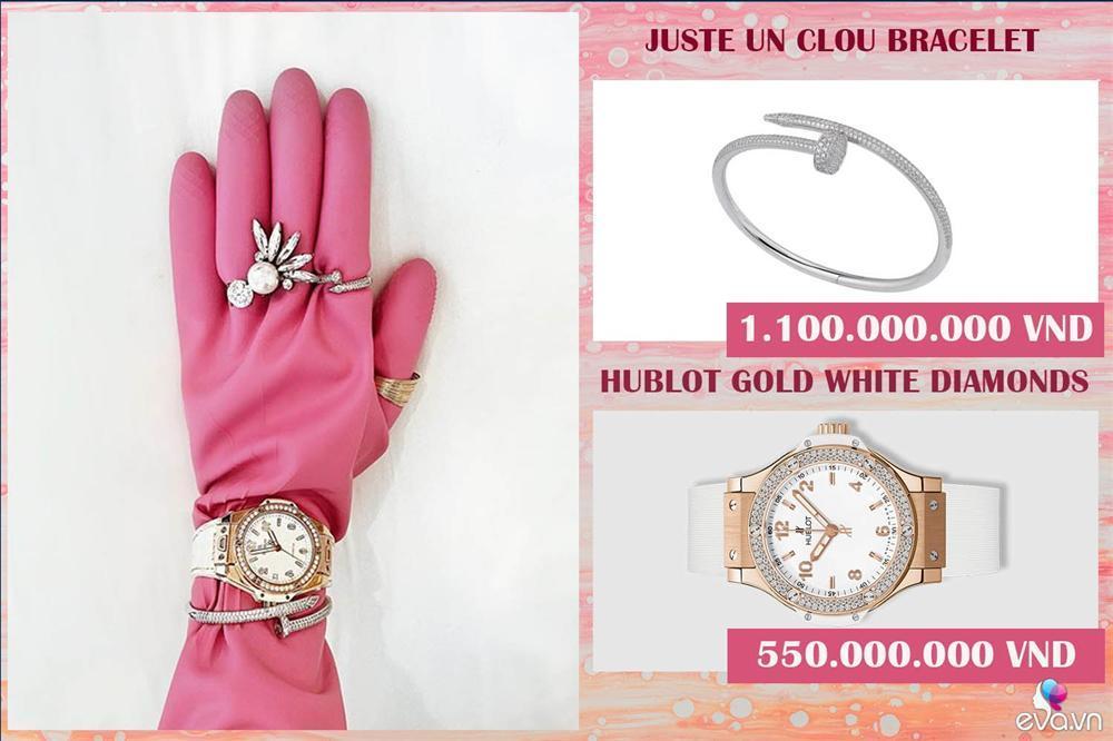Jolie Nguyễn đeo găng tay rửa bát mà dát toàn đá quý, kim cương-4