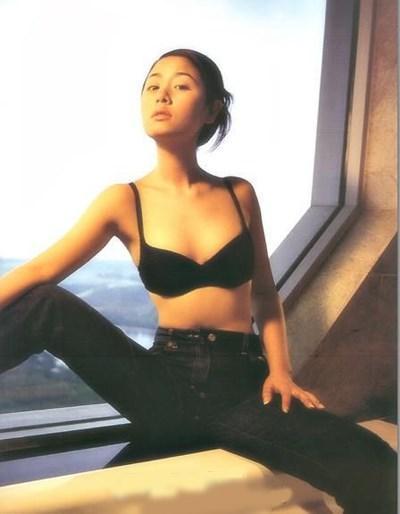 Xem ảnh nhạy cảm của Lâm Tâm Như mà khó tin trong quá khứ cô ấy nổi loạn đến thế!-1