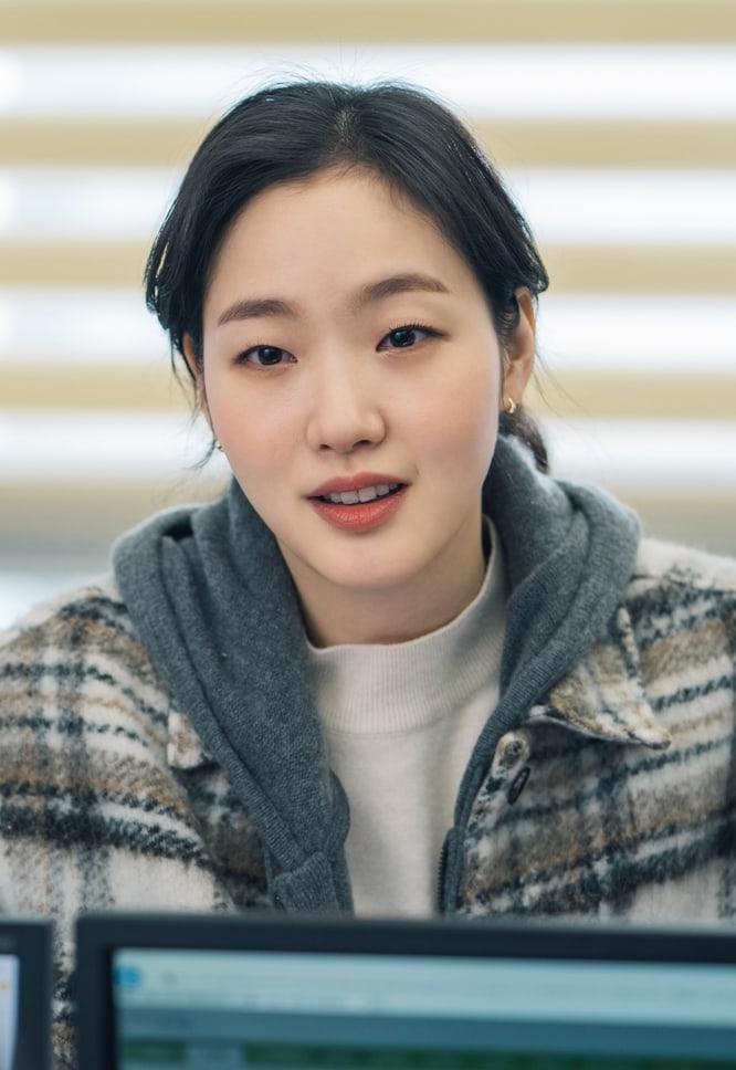 Màn ảnh Hàn tháng 4: Bom tấn của Lee Min Ho cũng phải dè chừng loạt phim hot không kém này-2