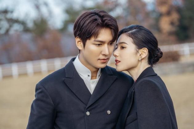 Màn ảnh Hàn tháng 4: Bom tấn của Lee Min Ho cũng phải dè chừng loạt phim hot không kém này-4