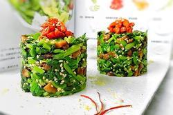 Ăn nhiều thịt ngán ngấy, vợ đảm làm ngay món ăn thanh mát từ cải bó xôi
