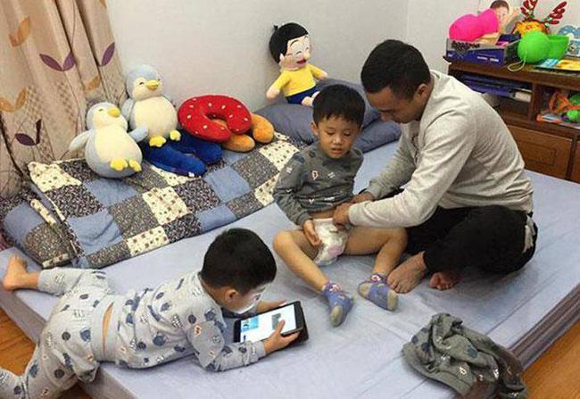 Ông xã khoe ảnh cả gia đình vô tình để lộ mối quan hệ giữa MC Hoàng Linh với con riêng của chồng-2
