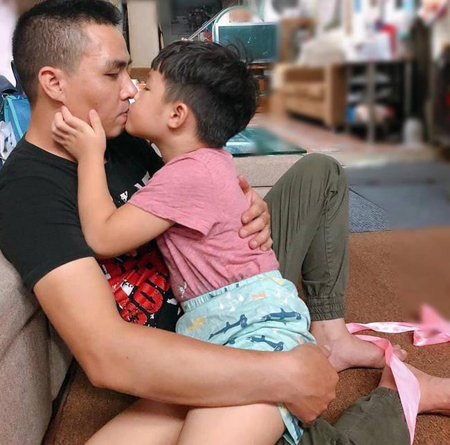 Ông xã khoe ảnh cả gia đình vô tình để lộ mối quan hệ giữa MC Hoàng Linh với con riêng của chồng-4