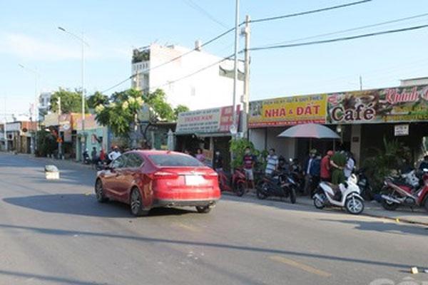 Clip: Đang lái xe ô tô, người đàn ông bị chém đứt lìa tay ở Sài Gòn-1