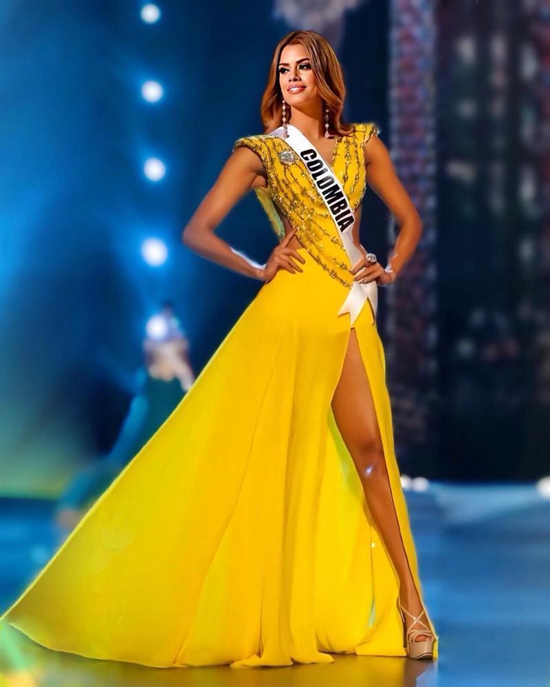 Bản tin Hoa hậu Hoàn vũ 3/4: Chuyện gì xảy ra khi Ariadna mặc thử váy vàng huyền thoại của HHen Niê?-1