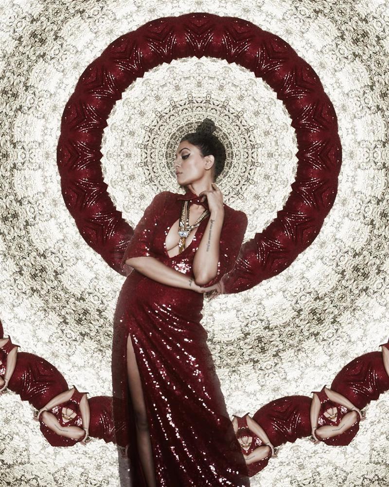 Bản tin Hoa hậu Hoàn vũ 3/4: Chuyện gì xảy ra khi Ariadna mặc thử váy vàng huyền thoại của HHen Niê?-4
