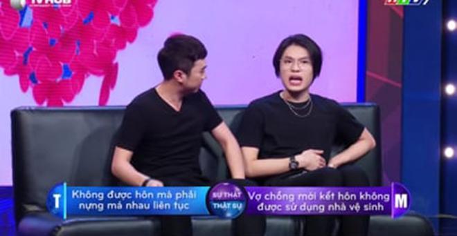Cựu thủ môn ĐT Việt Nam gây sốc cưỡng hôn sao nam trên sóng truyền hình-1