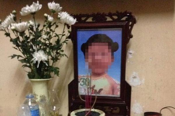 Vụ bé gái 3 tuổi tử vong nghi bị bố dượng mẹ ruột bạo hành: Khởi tố vụ án giết người-1