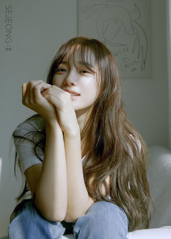 Tiểu Kim Taeyeon solo trong ê chề: Lượng album bán ra còn thua cả sản phẩm đã ra mắt 1 năm của Twice, Black Pink-5