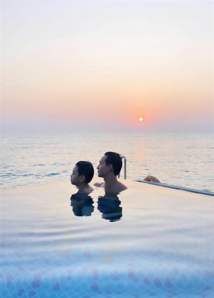 Hồ Ngọc Hà khoe khoảnh khắc cực tình cảm của Kim Lý và Subeo, nhìn chẳng khác nào cha con-4
