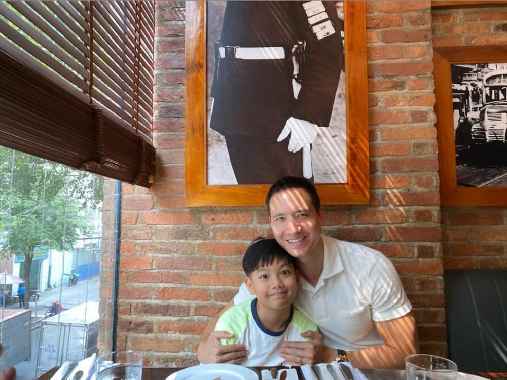 Hồ Ngọc Hà khoe khoảnh khắc cực tình cảm của Kim Lý và Subeo, nhìn chẳng khác nào cha con-7