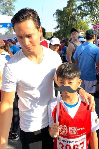 Hồ Ngọc Hà khoe khoảnh khắc cực tình cảm của Kim Lý và Subeo, nhìn chẳng khác nào cha con-8