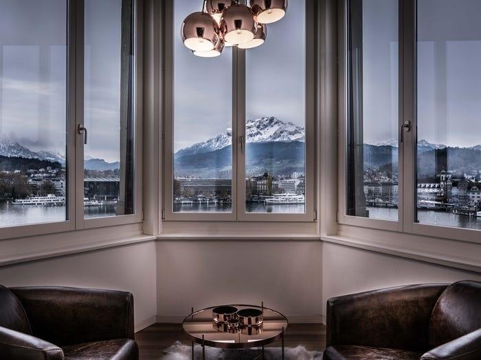 Cận cảnh bên trong khách sạn hạng sang ở Thụy Sĩ cung cấp dịch vụ cách ly lên tới 1,8 tỷ đồng-3