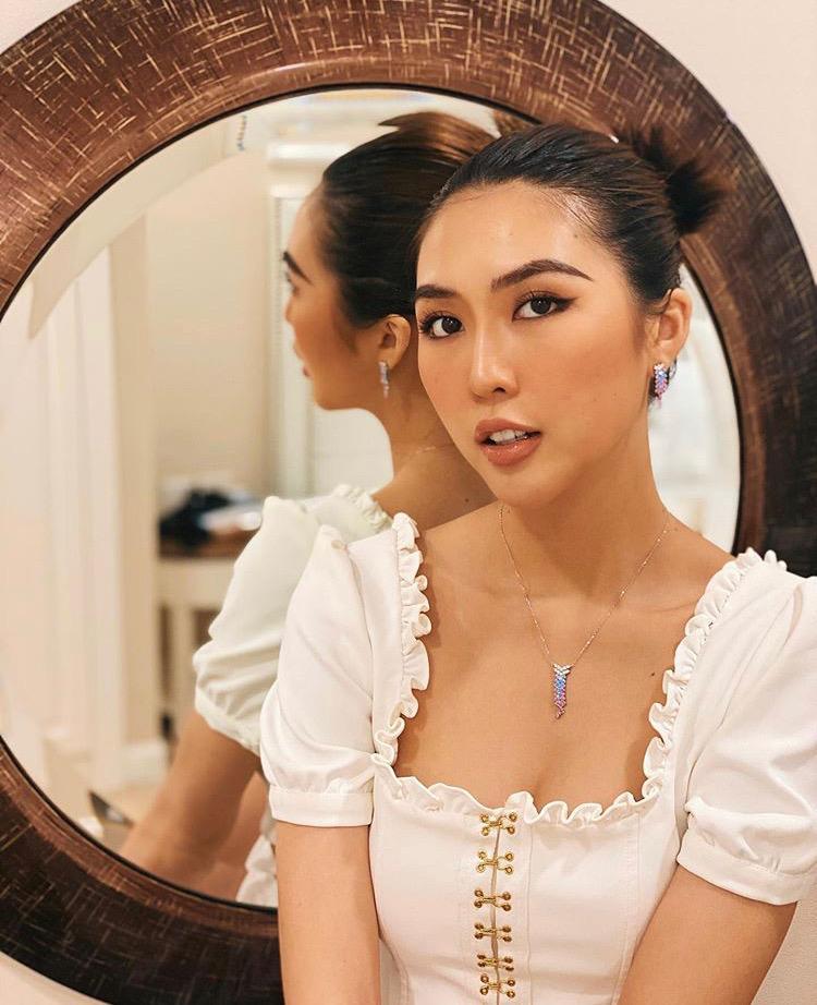 VZN News: Mỹ nhân Việt ở nhà tránh dịch: Người khoe mặt mộc, kẻ make up lộng lẫy như đi tiệc-7