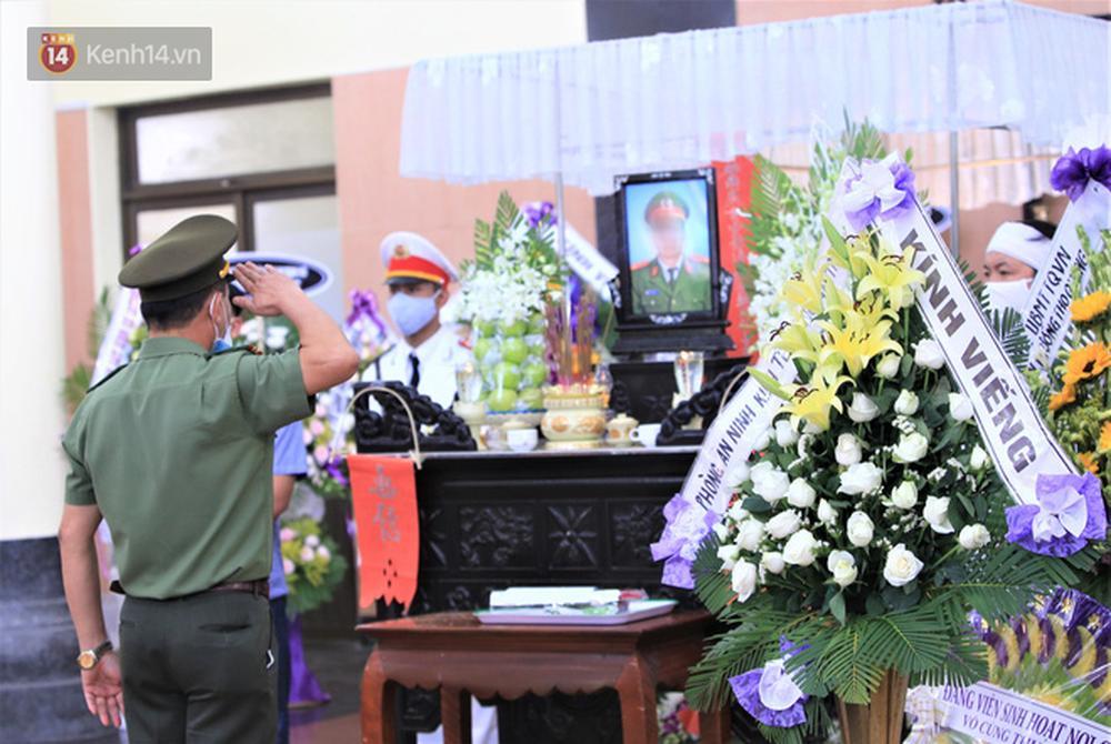 Nghẹn lòng lễ tang của 2 chiến sỹ công an hi sinh trong lúc truy bắt nhóm đua xe cướp giật: Đồng đội ơi!-11