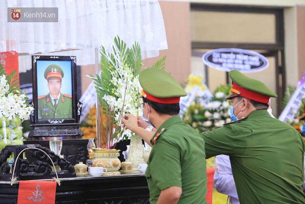 Nghẹn lòng lễ tang của 2 chiến sỹ công an hi sinh trong lúc truy bắt nhóm đua xe cướp giật: Đồng đội ơi!-12