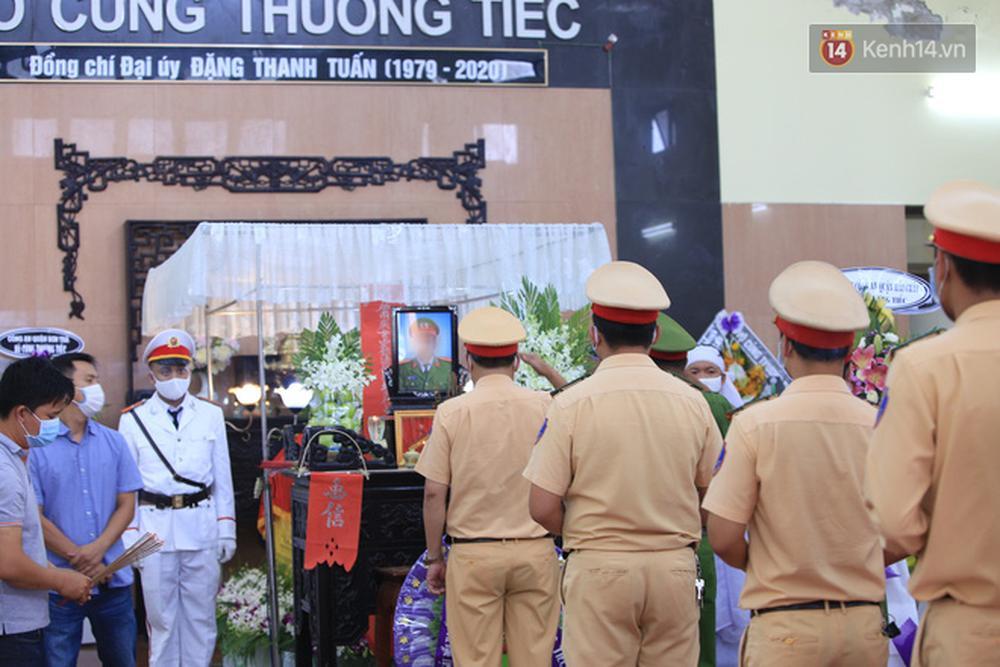 Nghẹn lòng lễ tang của 2 chiến sỹ công an hi sinh trong lúc truy bắt nhóm đua xe cướp giật: Đồng đội ơi!-15