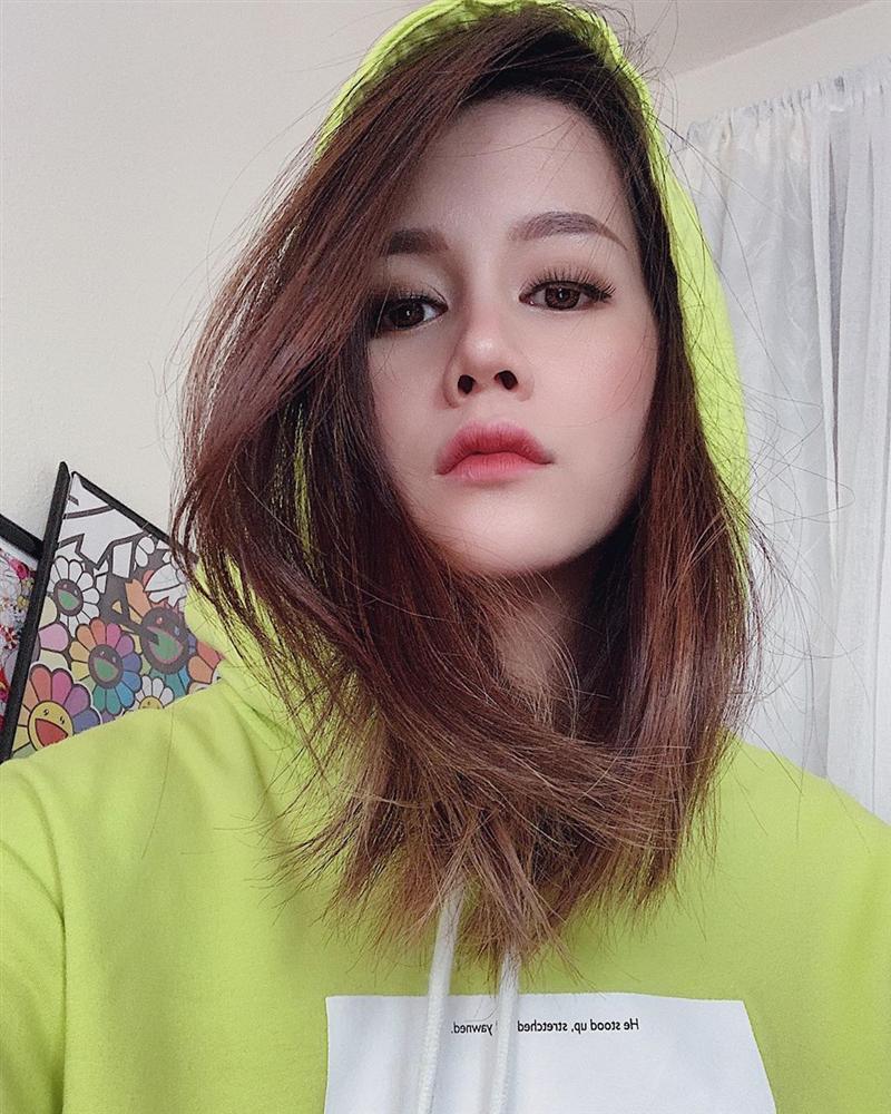 An Nguy tái xuất hack tuổi với áo hoodie - Decao giảm 7 kg sau chia tay Châu Bùi-1
