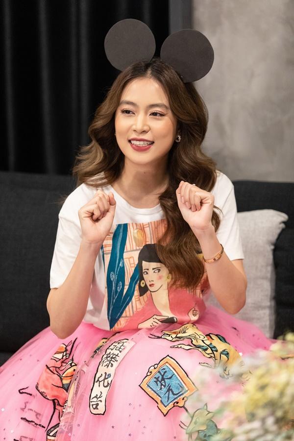 Hoàng Thùy Linh bắt trend cực nhanh khi mang cả khẩu trang, nước rửa tay vào MV mới-2