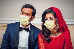 Vừa kết hôn, hai bác sĩ ở New York phải từ biệt để tham gia chống dịch