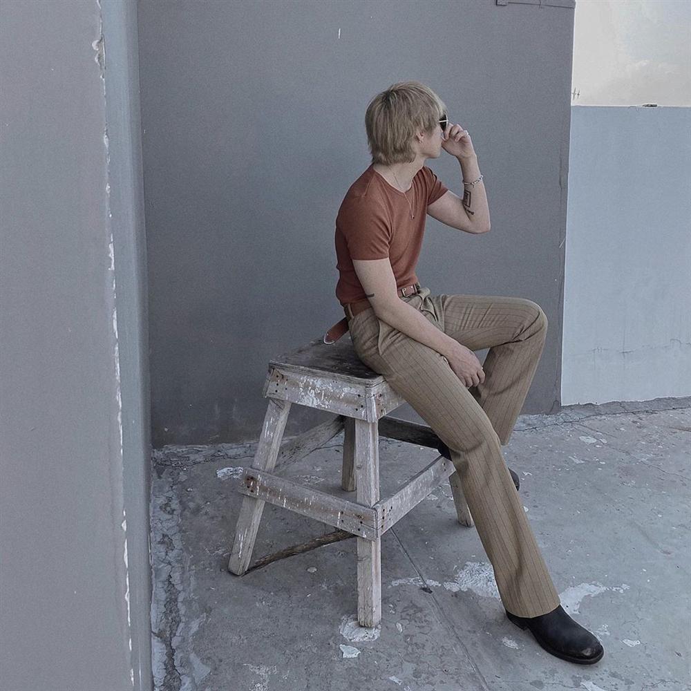 Chán style hip hop bụi phủi, Sơn Tùng giờ đóng bộ, mặc quần ống loe, giày gót cao nữ tính-2