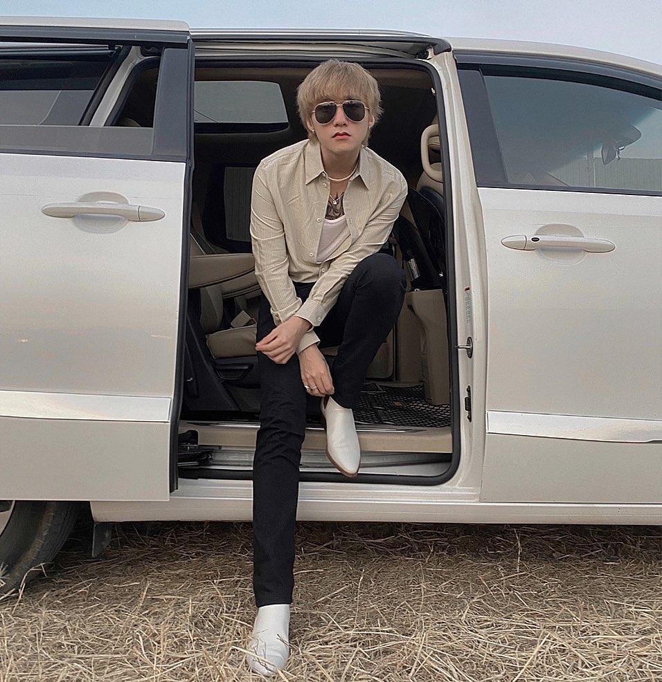Chán style hip hop bụi phủi, Sơn Tùng giờ đóng bộ, mặc quần ống loe, giày gót cao nữ tính-4