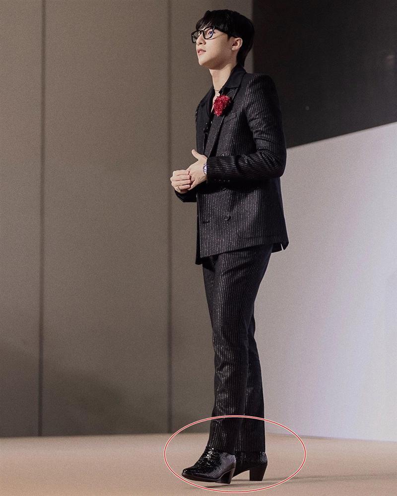 Chán style hip hop bụi phủi, Sơn Tùng giờ đóng bộ, mặc quần ống loe, giày gót cao nữ tính-5