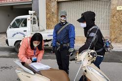 3 người Hà Nội bị phạt khi ra đường không cần thiết