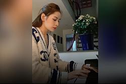 Chi Pu chơi đàn piano điêu luyện