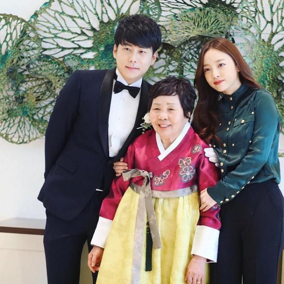 Anh trai Goo Hara vạch trần sự nhẫn tâm của mẹ đẻ, vui vẻ xin chụp ảnh với người nổi tiếng trong đám tang con gái-4