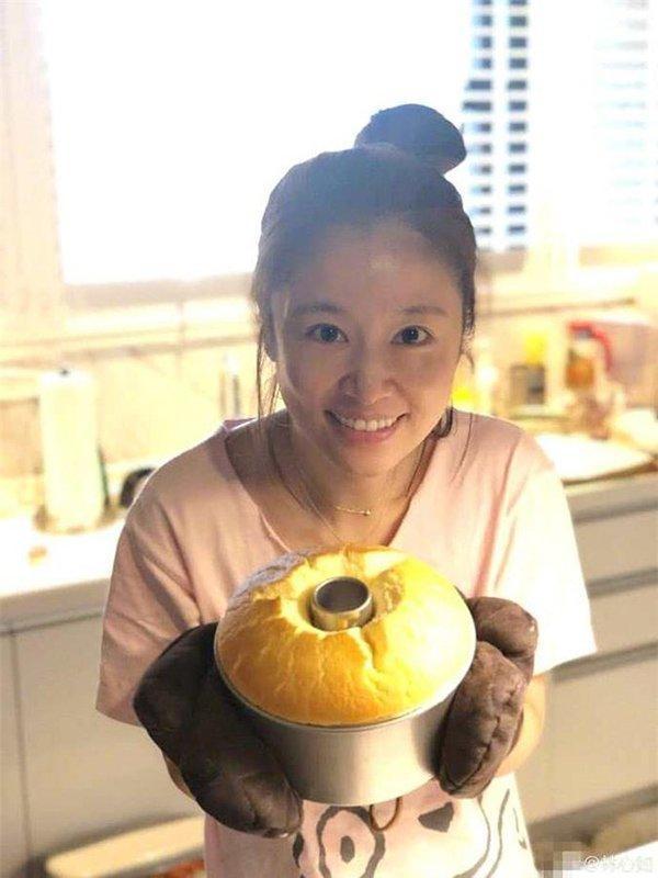 Bị fan chê già, mỹ nhân Hoàn châu cách cách đăng ảnh khoe làn da mịn màng ở tuổi 44-6