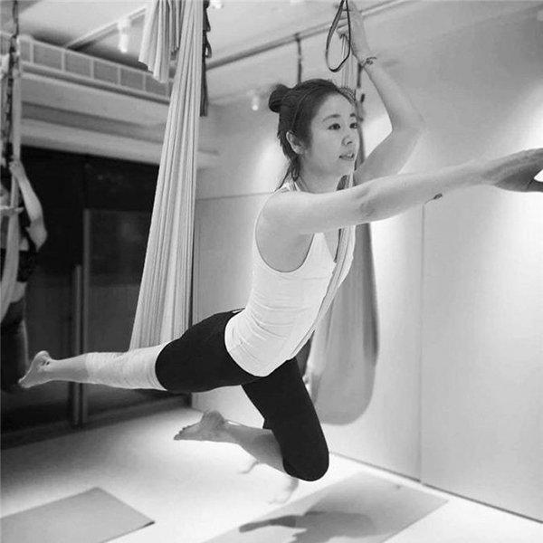 Bị fan chê già, mỹ nhân Hoàn châu cách cách đăng ảnh khoe làn da mịn màng ở tuổi 44-10