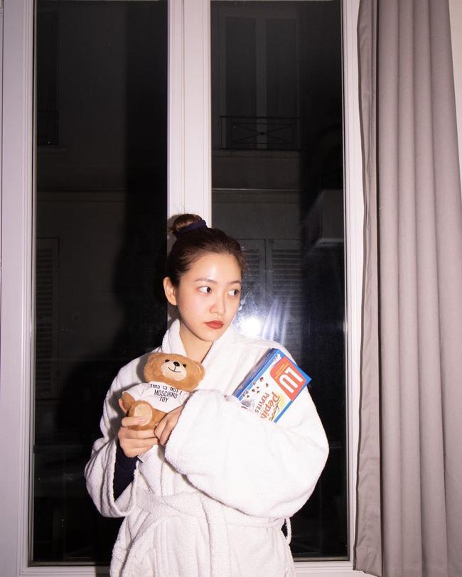Chỉ đơn giản là diện áo choàng tắm, mỹ nhân Việt - Hàn đã có được những khoảnh khắc sống ảo cực nghệ-3