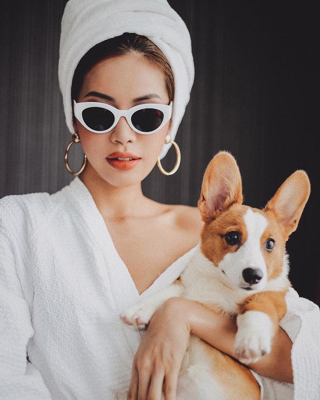 Chỉ đơn giản là diện áo choàng tắm, mỹ nhân Việt - Hàn đã có được những khoảnh khắc sống ảo cực nghệ-6
