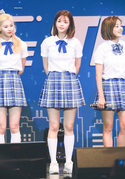 Style nữ sinh khác biệt của Twice, Red Velvet và BlackPink-4