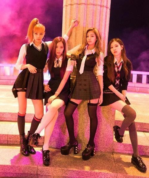 Style nữ sinh khác biệt của Twice, Red Velvet và BlackPink-10