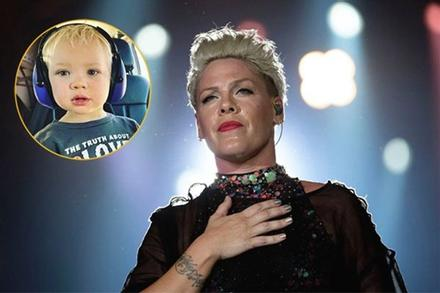 Con trai 3 tuổi nhiễm COVID-19 nặng nhất nhà, nữ ca sĩ Pink khóc ròng hàng đêm