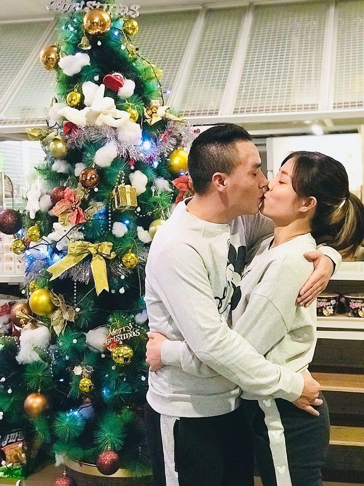 MC Hoàng Linh ăn mày dĩ vãng bằng loạt cảnh nóng bên chồng giữa mùa dịch-1